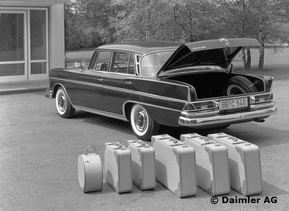 Luggage sets the ockhuisen mercedes benz collection for Mercedes benz suitcase